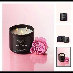 Vicctoria's Secret Peony and Vanilla Candle